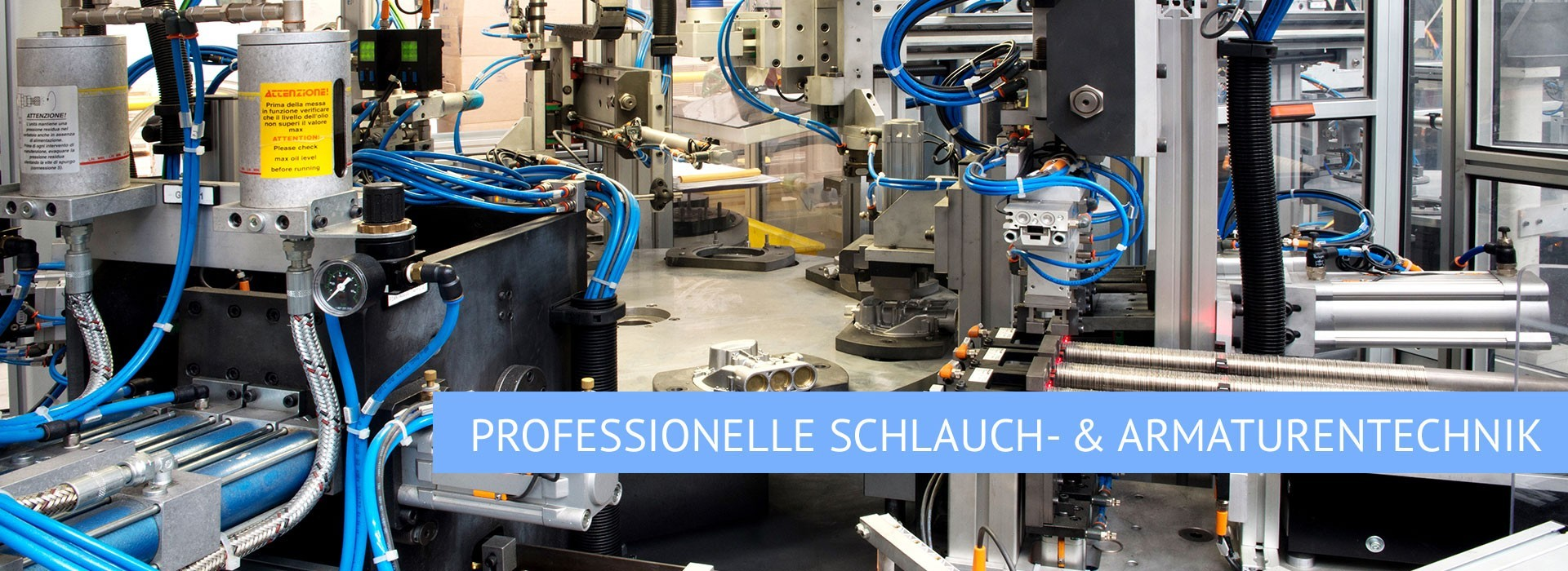 Industrieanlage mit Text